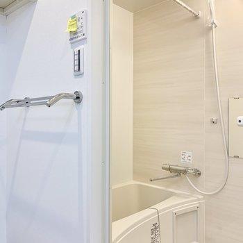 浴室乾燥機付きです※写真は2階の同間取り別部屋のものです