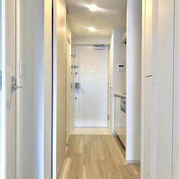 廊下周りを見ていきましょう※写真は4階の同間取り別部屋のものです