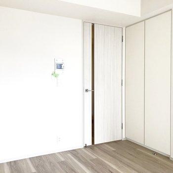 こちらの収納には……※写真は4階の同間取り別部屋のものです
