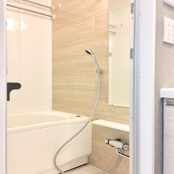 洋室乾燥機付きなので、雨の日でも洗濯物を干せますね。※写真は4階の同間取り別部屋のものです
