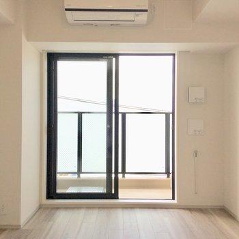 風が気持ちいい。※写真は4階の同間取り別部屋のものです