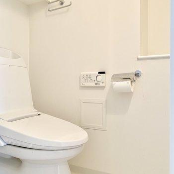 トイレは玄関側にあります