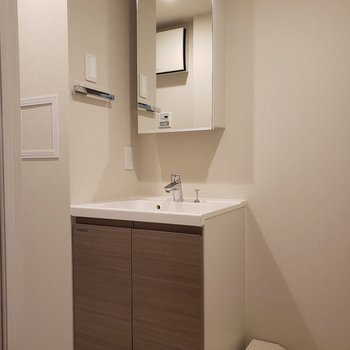 清潔感溢れる洗面所にしよう。※写真は1階の同間取り別部屋のものです