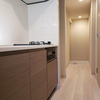 スペースがあるので友達と料理も楽しそう。※写真は1階の同間取り別部屋のものです