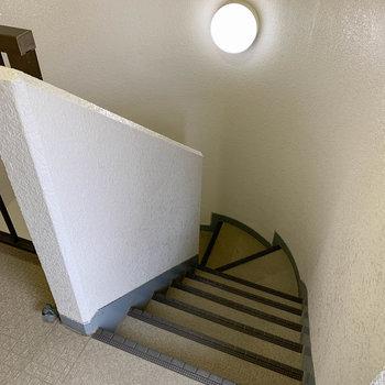 3階まで玄関で。幅が少し狭めでした。