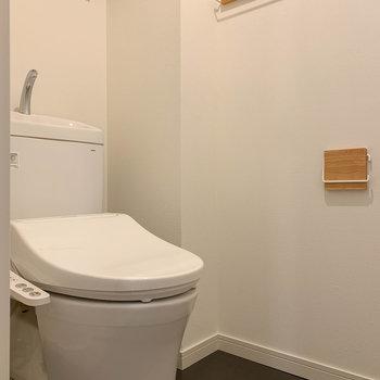 トイレには温水洗浄便座付き。