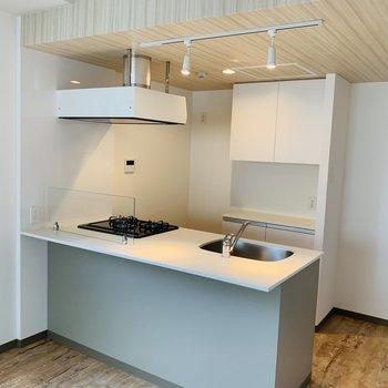 広い素敵なキッチンで贅沢!