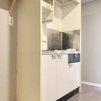 キッチンは既存のものを活用。(写真は前回工事した同間取り別部屋のものです)