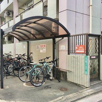 屋根付き駐輪場!自転車があればスイ〜っと街中まで行けちゃうなあ。