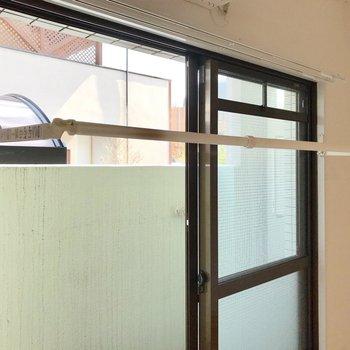 室内干し用のポールも付きました◎エアコンの真下なので除湿もお手の物。
