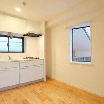 キッチンも人工大理石の天板が魅力なガスコンロキッチンを新設。※写真は前回募集時のもの