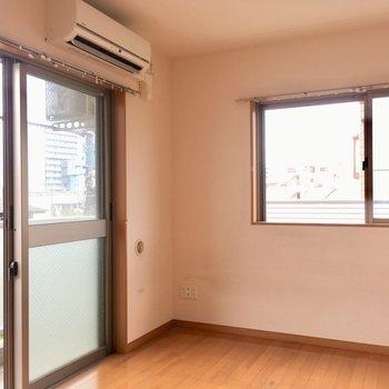 しっかりエアコン付きです。※写真はクリーニング前のものです。※写真は4階の似た間取り別部屋のものです