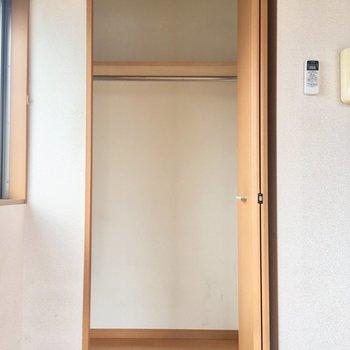 ぱかっ。ドアは小さいけど思ったより入りそう。※写真はクリーニング前のものです。※写真は4階の似た間取り別部屋のものです