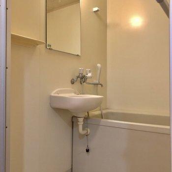 2点ユニットタイプの浴室。コンパクトサイズです。