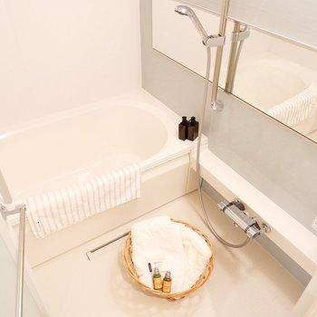 シャワーの高さは自在に調整できます。