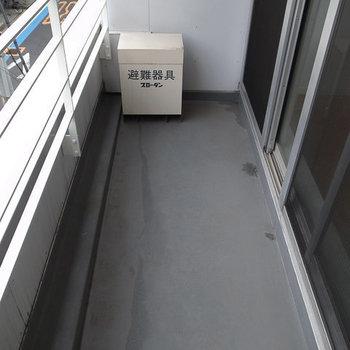 バルコニーでは洗濯物もしっかり干せます※写真は3階の同間取り別部屋のものです