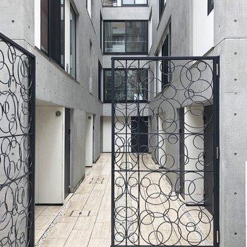 素敵なゲートを通ります。
