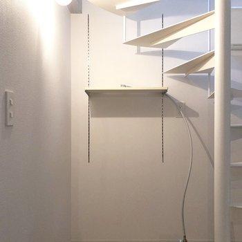 【1F】階段下に洗濯機置き場。