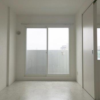 ベランダに出れる大きな窓♪※同間取り別部屋です