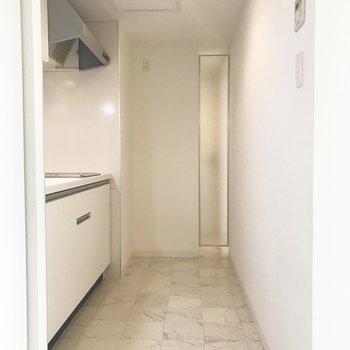 キッチンも広々〜※同間取り別部屋です