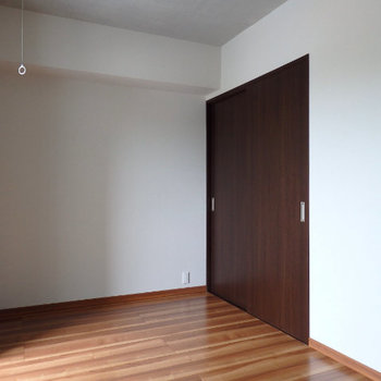 1階は5帖ほど(※写真は6階の同間取り別部屋のものです)