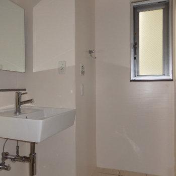 洗面台と浴室は一緒になっています(※写真は6階の同間取り別部屋のものです)