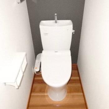 トイレ・ウォシュレット付き(※写真は6階の同間取り別部屋のものです)