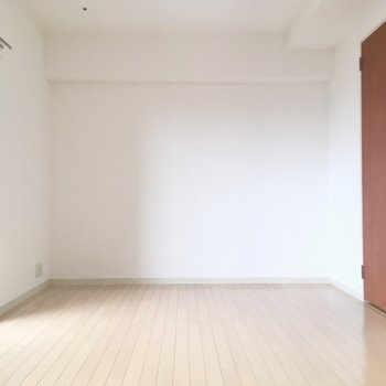 シンプルな1Kの室内