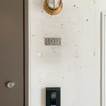 部屋番号や照明もキュート