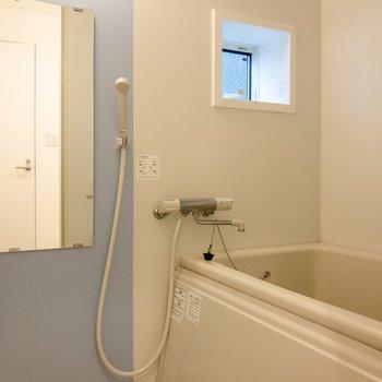 【2F】お風呂には浴室乾燥機があります。