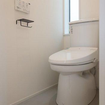 【3F】トイレは温水洗浄付き。