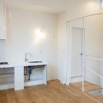 【3F】キッチンやドアは白で爽やか。