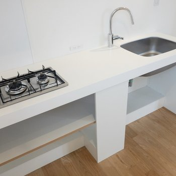 【3F】キッチンは調理スペースもしっかり確保できそう。