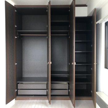 【9帖】棚があるので、細々としたものも置くことができますね。