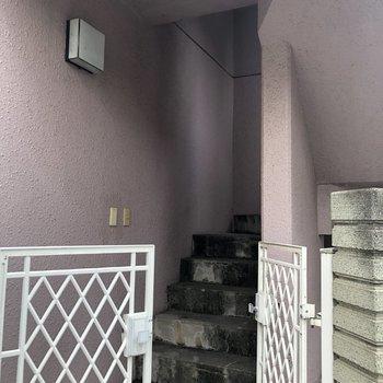 こちらは4階に行く専用の階段です。