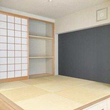 琉球畳が敷かれた小上がりへ。