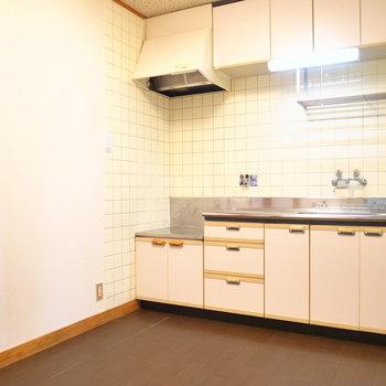 【DK】広いキッチン!ちいさめのテーブルとイスなら大丈夫そう。