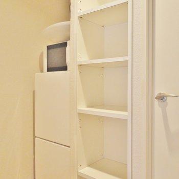 冷蔵庫は間にすっぽり入ります!(※写真は5階の同間取り別部屋のもので家電は見本です)