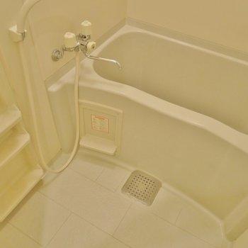 お風呂も綺麗(※写真は5階の同間取り別部屋のものです)