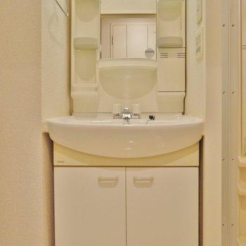 使い勝手の良い洗面場所(※写真は5階の同間取り別部屋のものです)