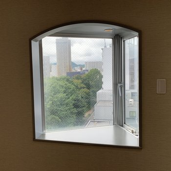 アーチ型の出窓がかわいい♪