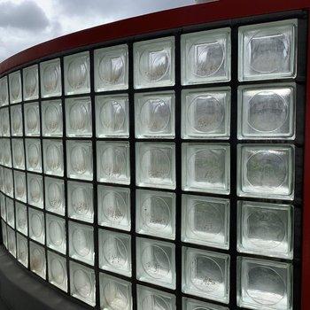 ガラスブロックで光が拡散されて綺麗です◇