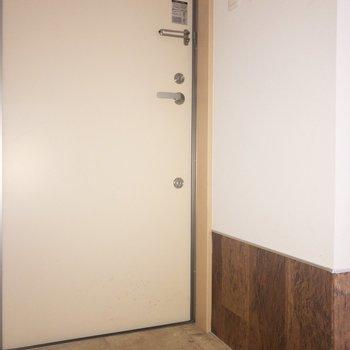 玄関は、2種類の色に分かれているのがいいですね。