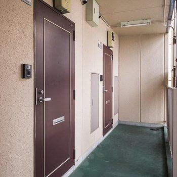 お部屋の前です。レトロな扉がかわいい。