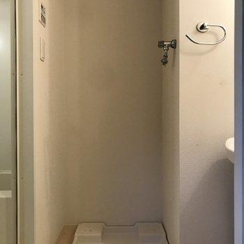 洗濯機は洗面台の横に。※写真は3階の同間取り別部屋のものです