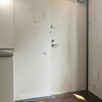 玄関にはマットを敷いた方が良さそう。※写真はクリーニング前のものです