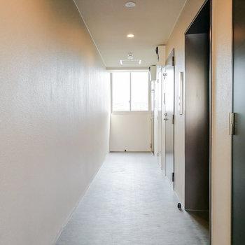 エレベーターのすぐ隣のお部屋です。