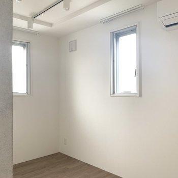 洋室は3.7帖とちょっと狭めかな。(※写真は4階の同間取り別部屋のものです)