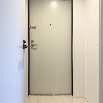 シンプルな中に可愛さを感じる玄関。(※写真は4階の同間取り別部屋のものです)