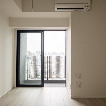 ナチュラルで爽やかな印象。※写真は8階の反転間取り別部屋のものです